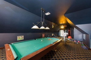 Westlake-house-pool-table