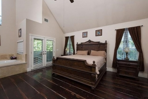 Westlake-house-master-bed