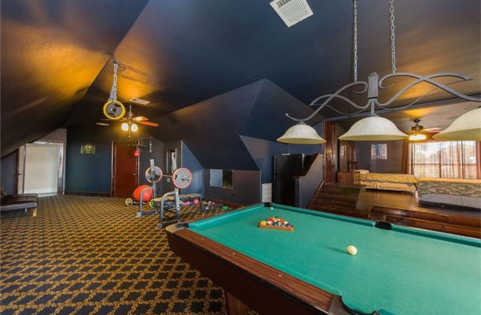 Westlake House pool table and recreation room
