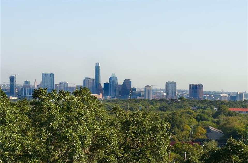 Located in south Austin near in the heart of the shopping district and less than 8 minutes from downtown